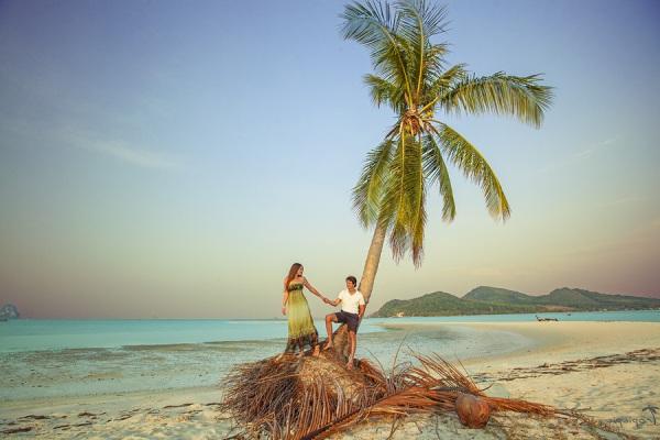а. пара на острове