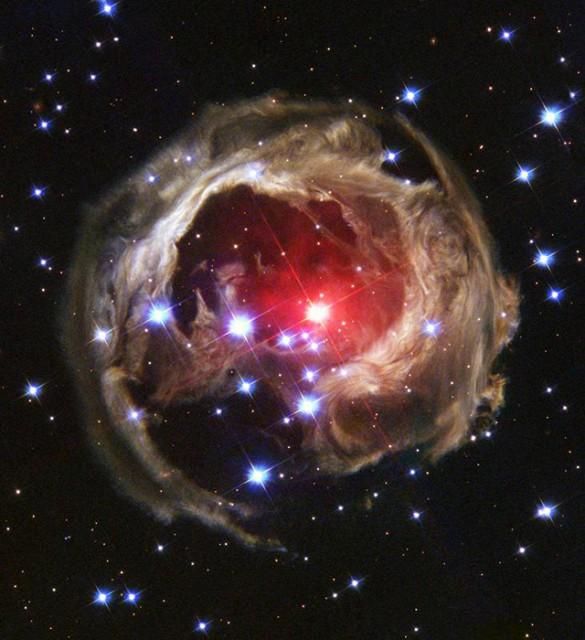 а. с. звезда V838 Единорога со световым эхом.