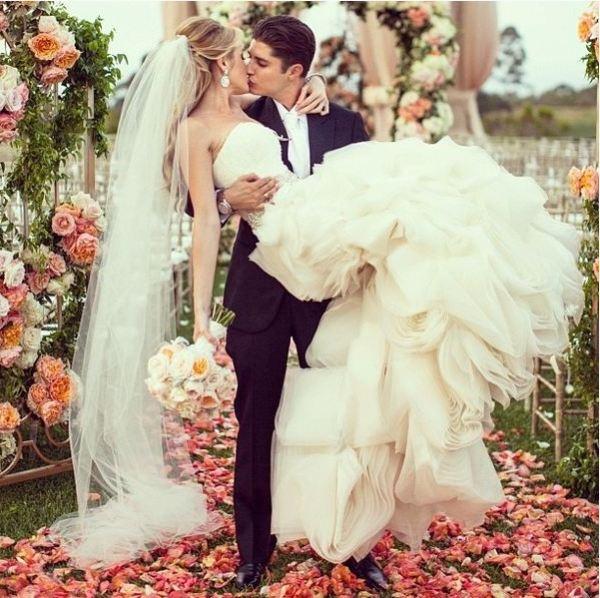 а. примета о свадебном букете...