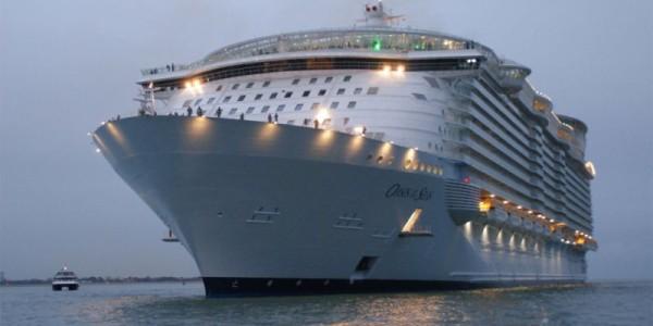 Oasis of the Seas самый большой в мире круизный лайнер