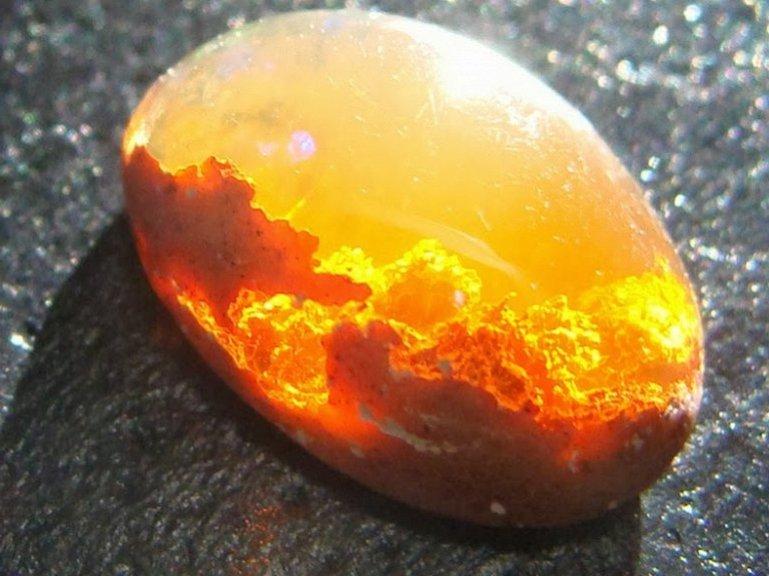 Kamen-Opal-Opal-Ognya-meksikanskij-ognennyj-opal