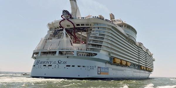 самый большой круизный лайнер в мире прибыл в барселону 10