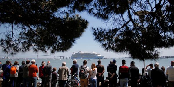 самый большой круизный лайнер в мире прибыл в барселону 2