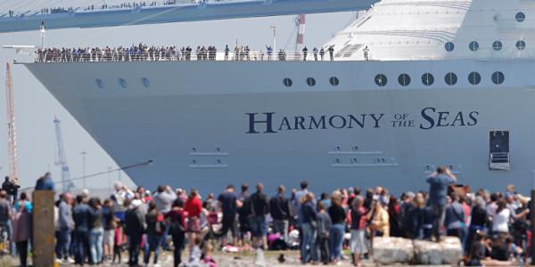самый большой круизный лайнер в мире прибыл в барселону 5