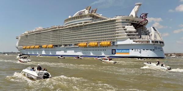 самый большой круизный лайнер в мире прибыл в барселону 6
