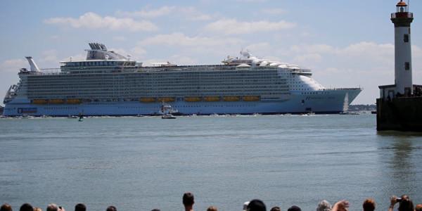 самый большой круизный лайнер в мире прибыл в барселону 9