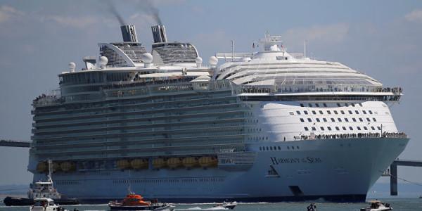 самый большой круизный лайнер в мире прибыл в барселону 1