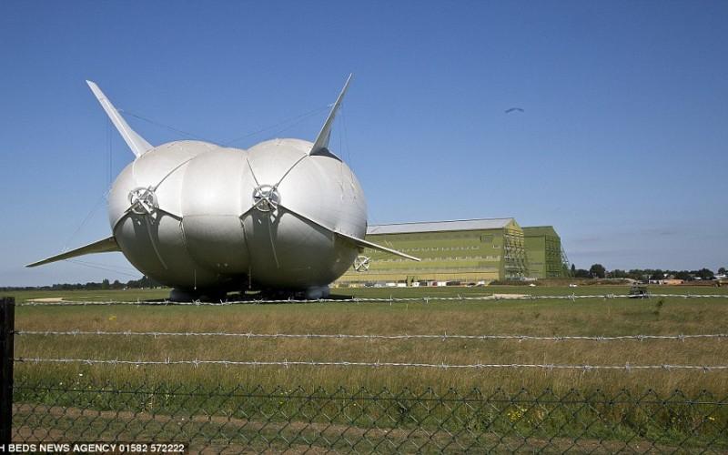 самое большое в мире гибридное воздушное судно Airlander 10 (1)