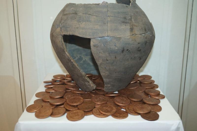 V-muzee-Hrustalya-im.-Maltsovyh-v-Gus-Hrustalnom-otkrylas-vystavka-Istoriya-deneg-Rossii-v-monetah-i-banknotah