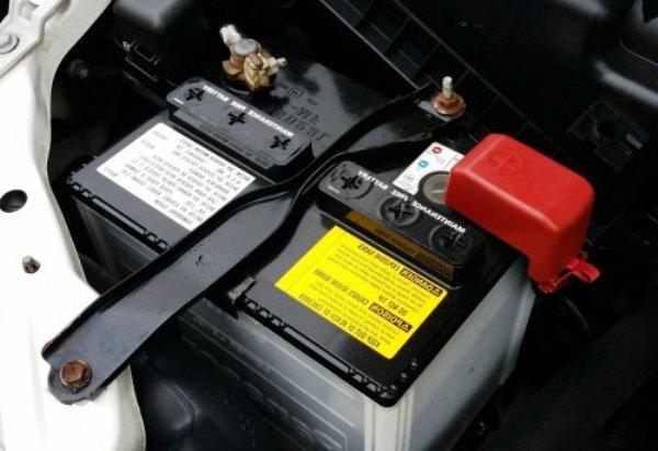 Kak-podgotovit-avtomobil-k-zime-akkumulyator