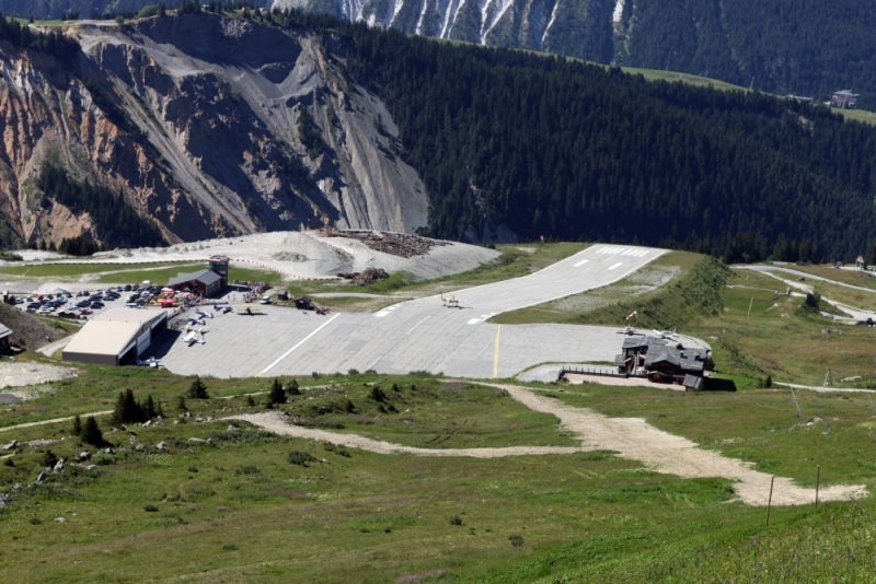 Kurshevelskij-aeroport-Frantsuzskie-Alpy