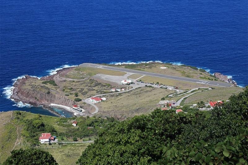 Samye-opasnye-aeroporty-mira-Huancho-Irauskin-ostrov-Saba