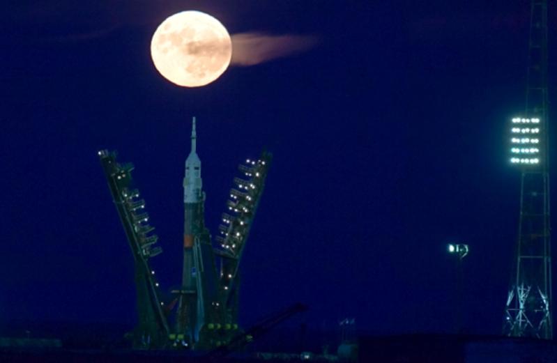 Superlunie-na-kosmodrome-Bajkanur-noyabr-2016