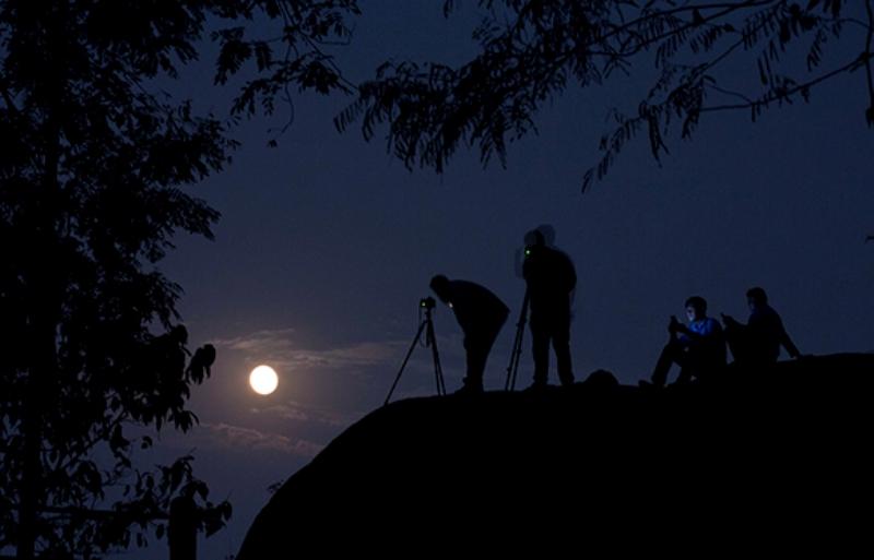 Superlunie-v-Indii-fotografii