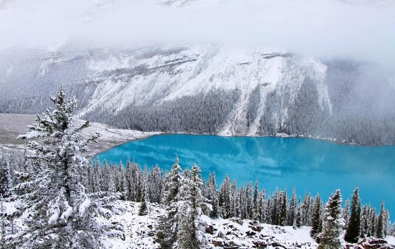 Ozero-Pejto-Kanada-zimoj.