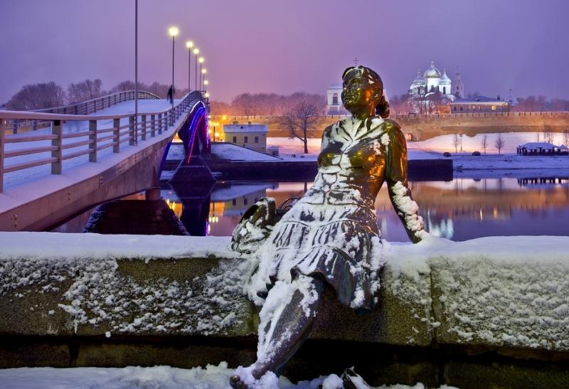 Великий Новгород - набережная - река волхов - мост ведущий в кремль