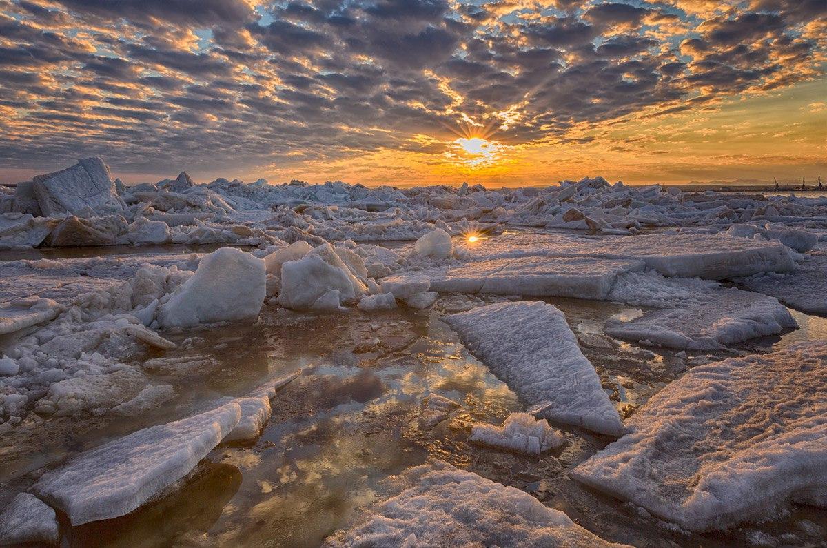 Zima-v-Rossii.-Salihard-Sibir-YAmal-zakat-solntsa-na-reke-Ob-avtor-snimka-Evgenij-Kuzhilev