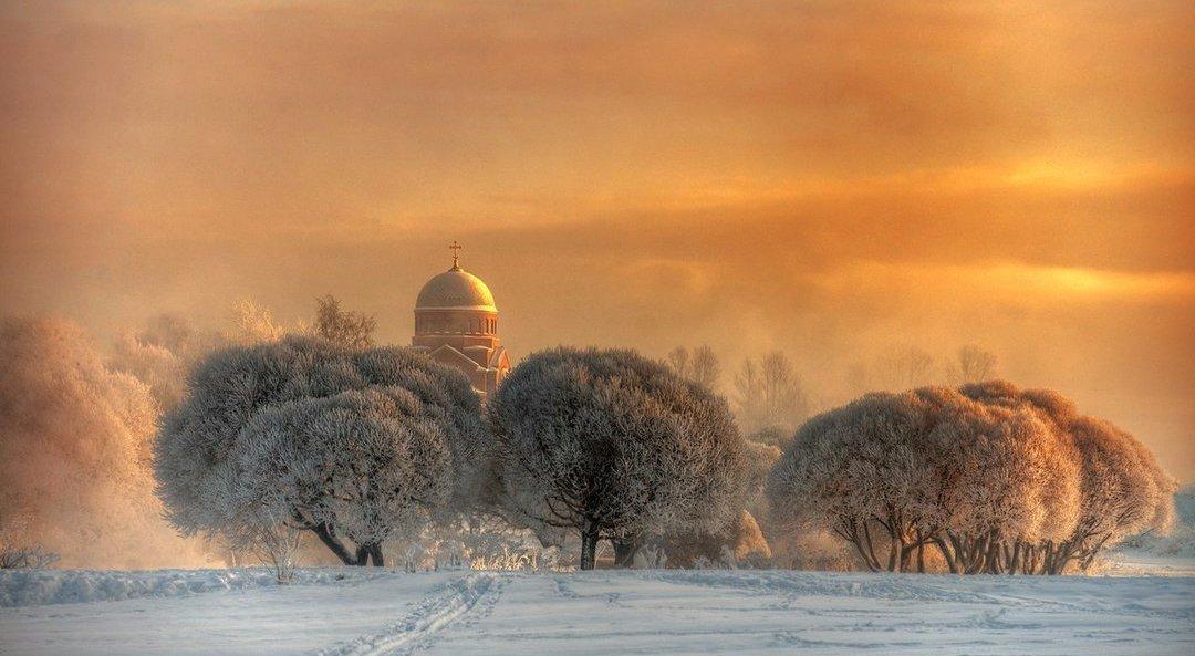 zima.-tserkov-sreteniya-gospodnya-pravoslavnyj-hram-v-Sankt-Peterburge-na-beregu-Murinskogo-ruchya