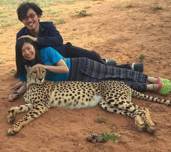 mariko-i-kaz-v-puteshestvii-po-miru-foto-s-gepardom