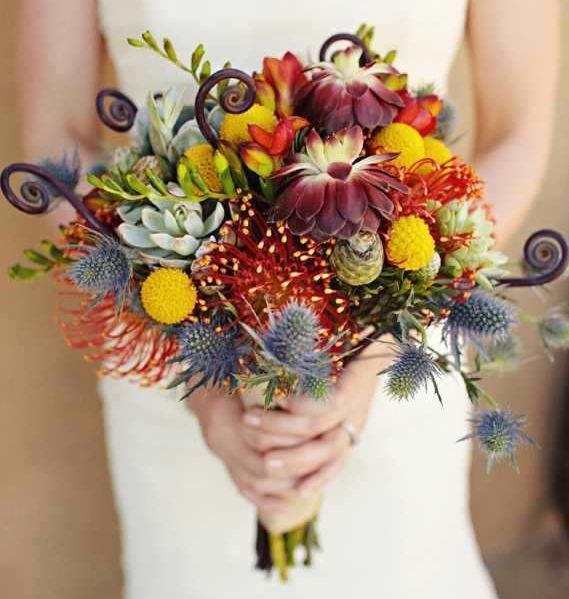 Krasivyj-osennij-buket-nevesty-svadebnye-tsvety