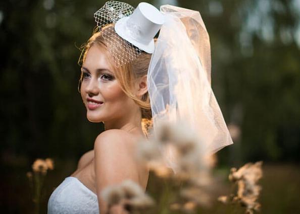 shlyapka-svadebnaya-tselindr