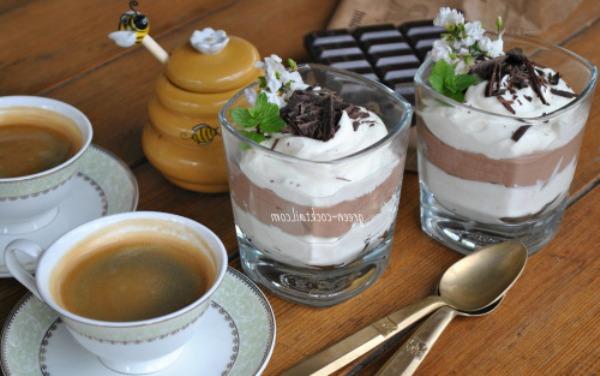 desert-tvorozhnoj-sloenyj-muss-s-shokoladom-retsept-s-foto