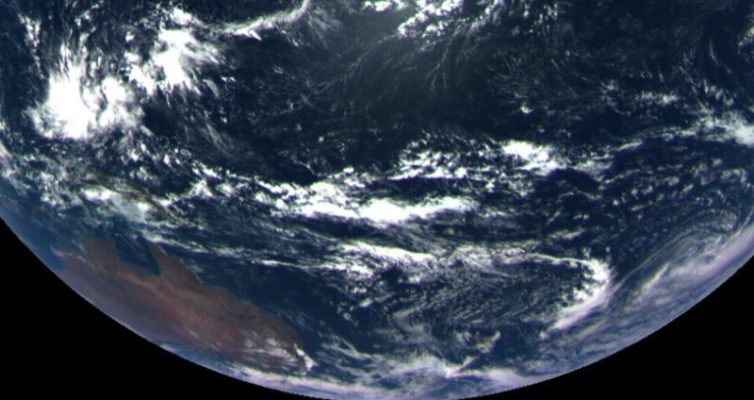 foto-Zemli-s-kosmosa-s-vysoty-170-tys-km-apparata-Asires