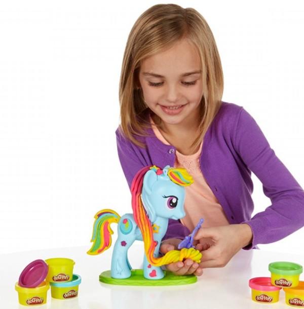 kak-prigotovit-solenoe-testo-dlya-lepki-testo-kak-plastilin-Play-Doh
