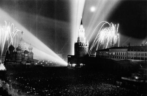 istoriya-prazdnika-dnya-pobedy-9-maya-9-maya-1945-goda-Moskva-krasnaya-ploshhad