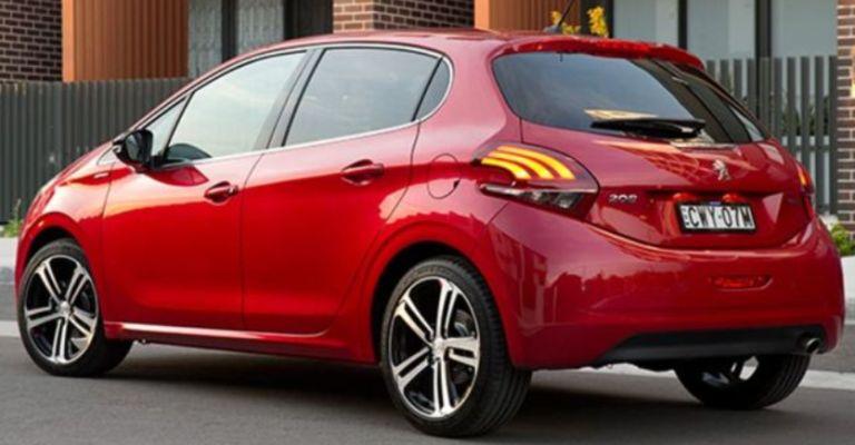 samye-ekonomnye-avtomobili-po-rashodu-topliva-Peugeot-208-2-litra-na-100-km