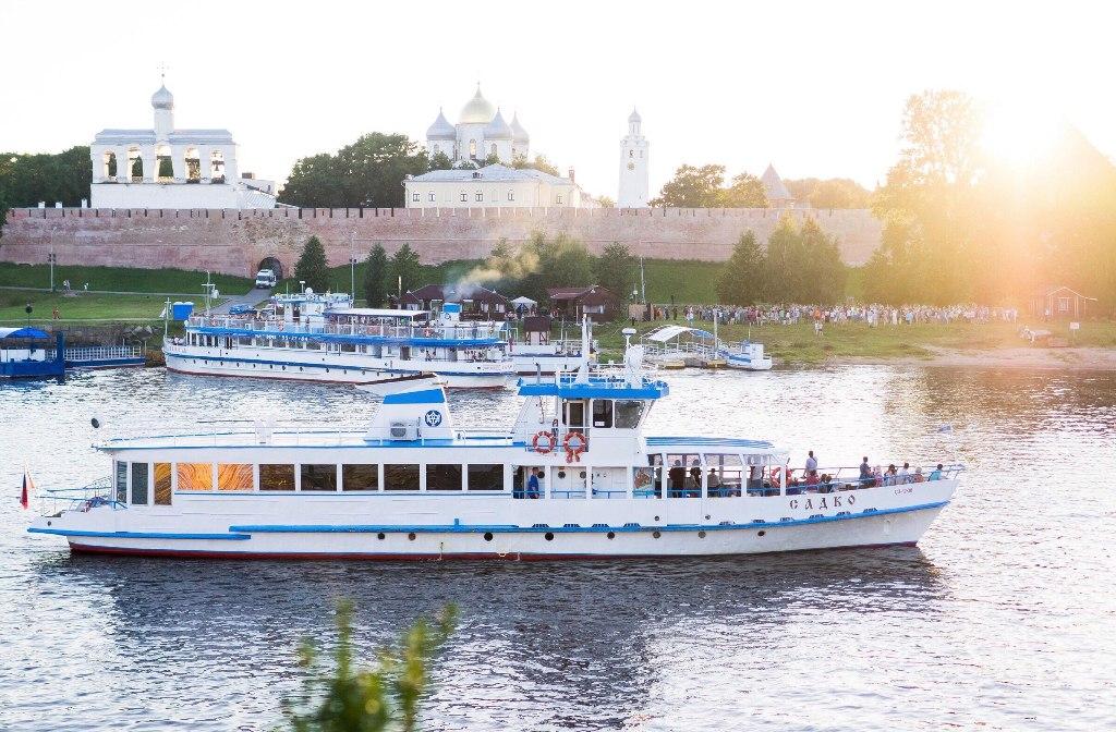 Velikij-Novgorod-reka-Volhov-Kreml-detinets-progulka-po-reke-na-teplohodah-Sodko-Murom-Veche
