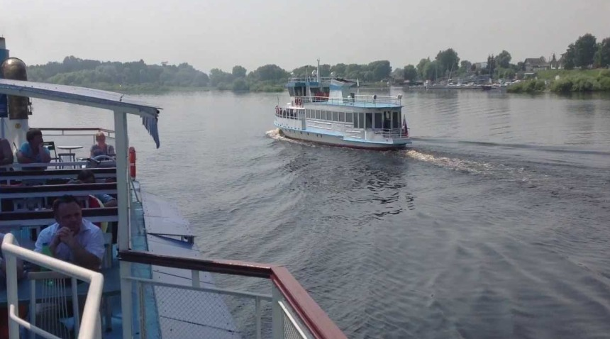 Velikij-Novgorod-reka-Volhov-progulka-na-teplohode-Sodko-po-reke-Volhov
