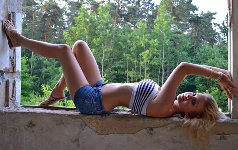 samye-krasivye-devushki-letom-v-dzhinsovyh-shortah-foto-zametki