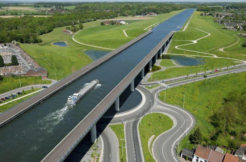 Test-velikie-inzhenernye-sooruzheniya-chto-vy-znaete-o-nih-proverte-svoi-znaniya-na-foto-vodnyj-sudohodnyj-most-Moskva-Rossiya