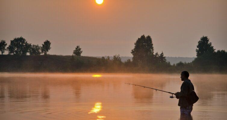 rybolovnye-primety-o-rybalke-sueveriya-svyazannye-s-lovlej-ryby-foto-rybalka-na-rasvete