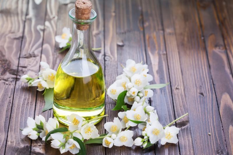 aromaterapiya-dlya-pohudeniya-nyuhaem-i-stanovimsya-strojnee-perechislenie-aromatov-dlya-pohudeniya-tsvety-i-maslo-zhasmina