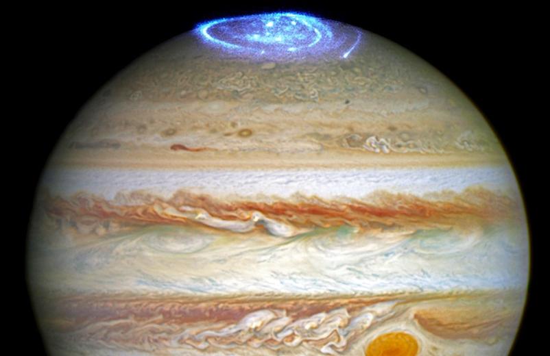 pyat-interesnyh-faktov-o-planete-YUpiter-foto-molnii-i-siyaniya-na-YUpitere