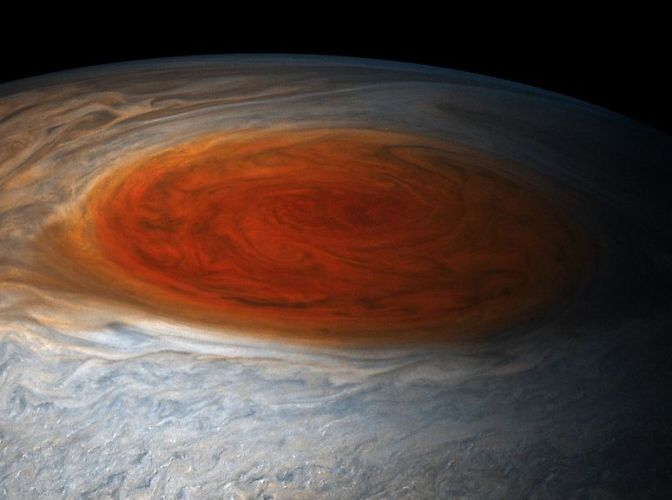pyat-interesnyh-faktov-o-planete-YUpiter-foto-ogromnoe-krasnoe-pyatno-na-YUpitere