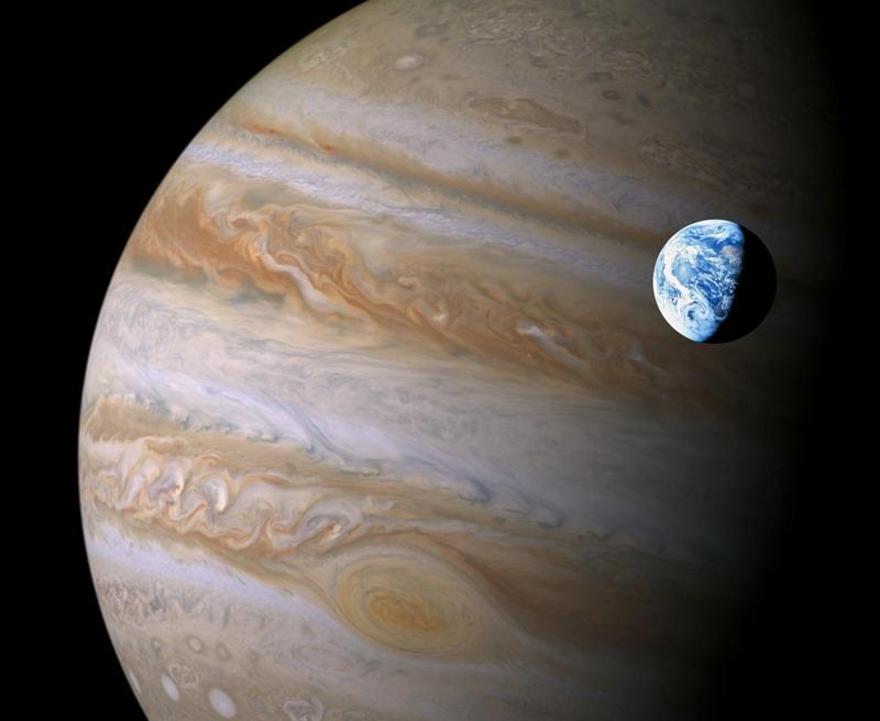 pyat-interesnyh-faktov-o-planete-YUpiter-foto-planeta-YUpiter-i-Zemlya