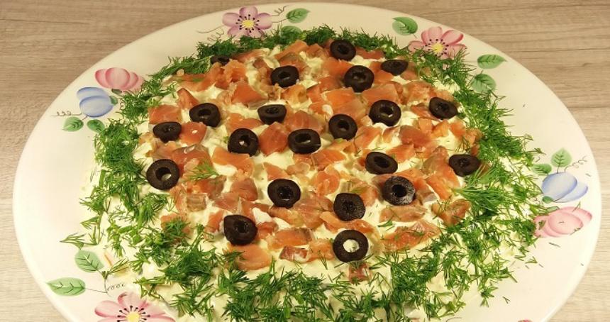vkusnyj-sloenyj-salat-razdnik-iz-krasnoj-ryby-poshagovyj-retsept-s-foto