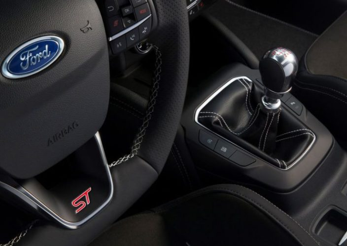 novyj-Ford-Focus-ST-2019-2020-goda-obzor-novogo-avtomobilya-Ford-Fokus-harakteristika-foto-video-i-tseny-korobka-peredach