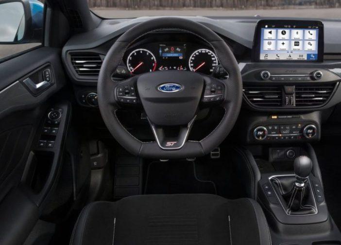 novyj-Ford-Focus-ST-2019-2020-goda-obzor-novogo-avtomobilya-Ford-Fokus-harakteristika-foto-video-i-tseny-rul-panel