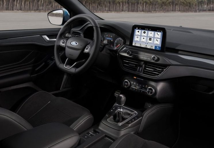 novyj-Ford-Focus-ST-2019-2020-goda-obzor-novogo-avtomobilya-Ford-Fokus-harakteristika-foto-video-i-tseny-salon-sidenya