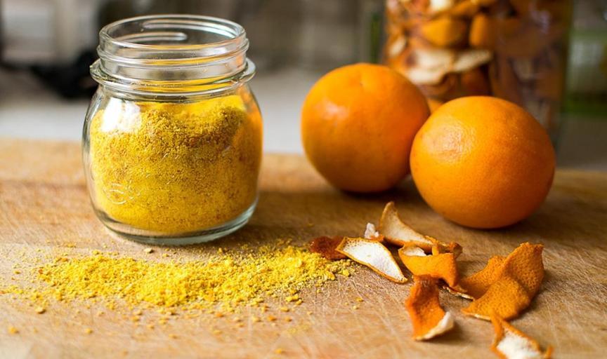 kak-s-pomoshhyu-apelsinovyh-korok-izbavitsya-ot-muravev-tli-otpugnut-koshek-s-gryadok-ogoroda-foto-apelsinovye-korki-i-tsedra