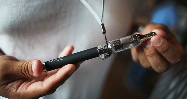 kakoj-realnyj-vred-elektronnoj-sigarety-naskolko-vredny-sigarety-elektronnye-foto-elektronnaya-sigareta