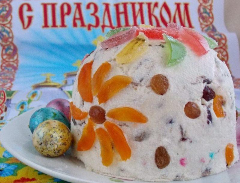 pasha-varenaya-s-mindalem-nezhnaya-i-ochen-vkusnaya-foto-gotovaya-tvorozhnaya-pasha-ukrashennaya-tsukatami-izyumom-i-marmeladom