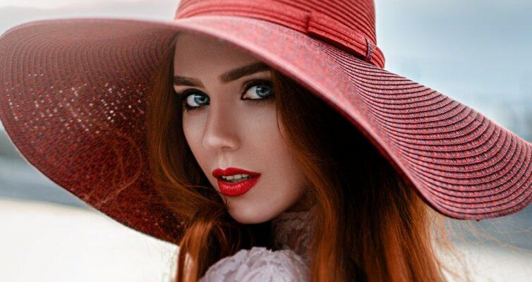 Test-stil-moda-krasota-horosho-li-vy-razbiraetes-v-oblasti-mody-foto-krasivaya-devushka-v-modnoj-shlyape