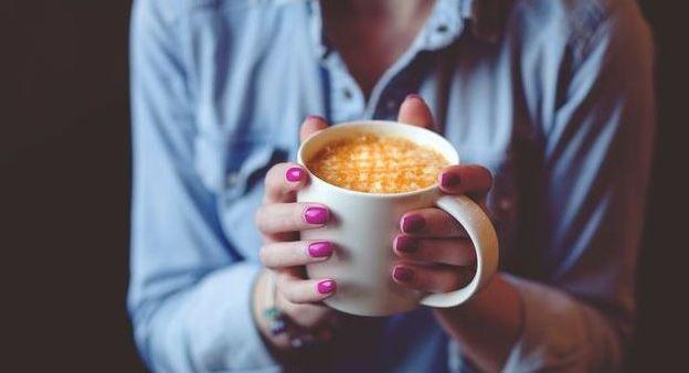 fakty-o-kofeine-17-interesnyh-faktov-pro-kofein-foto-pit-kofe