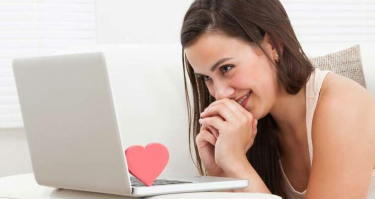 zametka-pro-effektivnyj-sposob-znakomstva-v-internete-s-devushkoj-foto-devushka-znakomstvo-v-internete