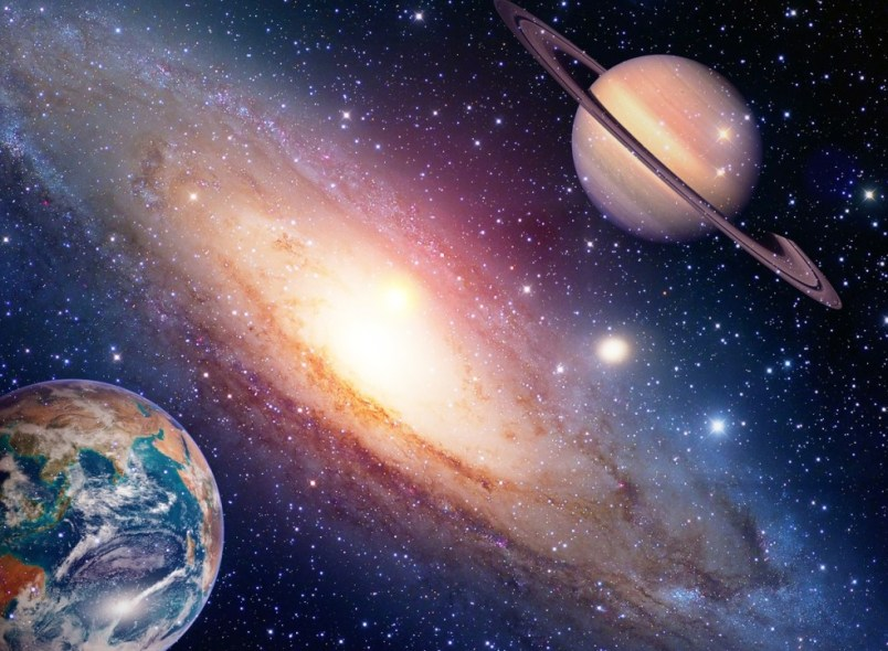 interesnye-fakty-o-planete-saturn-15-faktov-o-saturne-foto-galaktika-planety-Saturn-i-Zemlya
